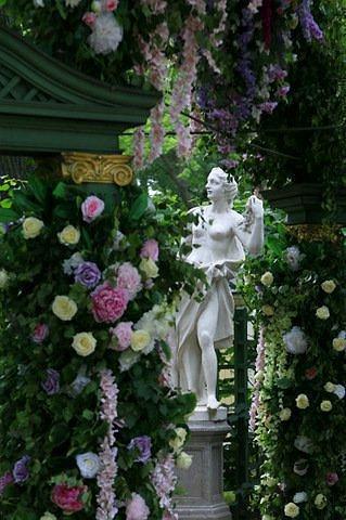 Цветы, фонтаны, аромат… всех собирает Летний сад