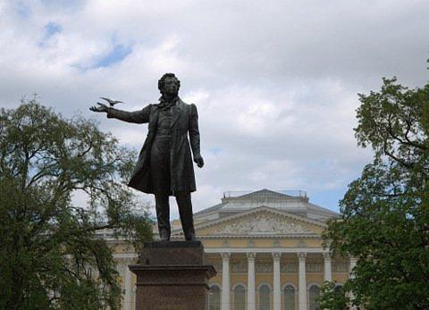 На фоне Пушкина мы все теперь…